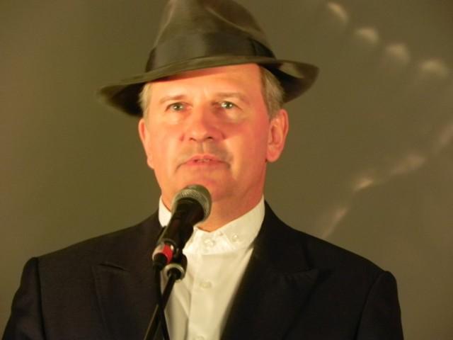 Tomasz Stockinger podczas spotkania w Liceum Ogólnokształcącym nr III w Ostrowcu Świętokrzyskim