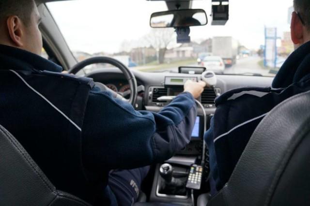 Zapinajcie pasy - apelują policjanci
