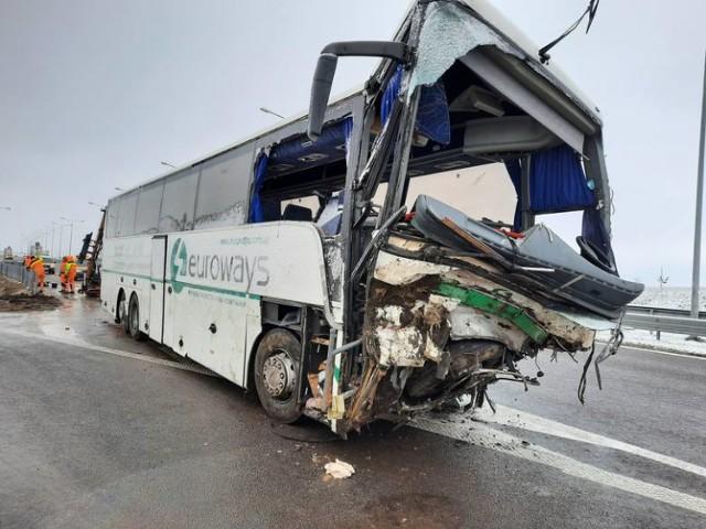 Do wypadku ukraińskiego autobusu doszło w niedzielę, 21 marca, po godz. 23, przy MOP Kaszyce na autostradzie A4.