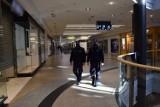 Kraków. Nie wszyscy noszą maseczki, policja interweniowała 215 razy. Kontrolowano też restauracje