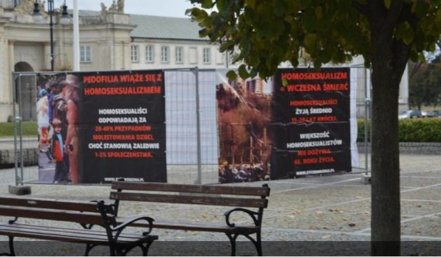 Wystawa została ustawiona w samym centrum Radzynia Podlaskiego, na Placu Wolności