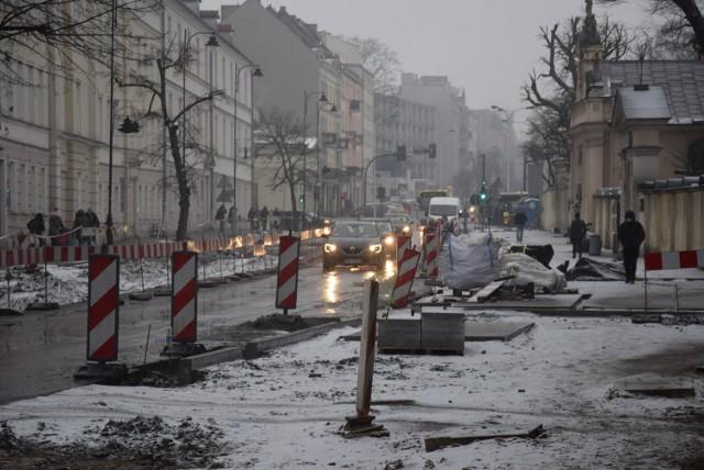 Remont ulicy Śródmiejskiej w Kaliszu trwa. Sprawdź, jak przebiegają prace