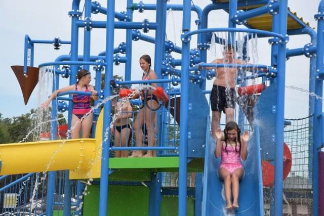 Wodny Plac Zabaw w Ciechocinku został otwarty dla dzieci do 12 roku życia.