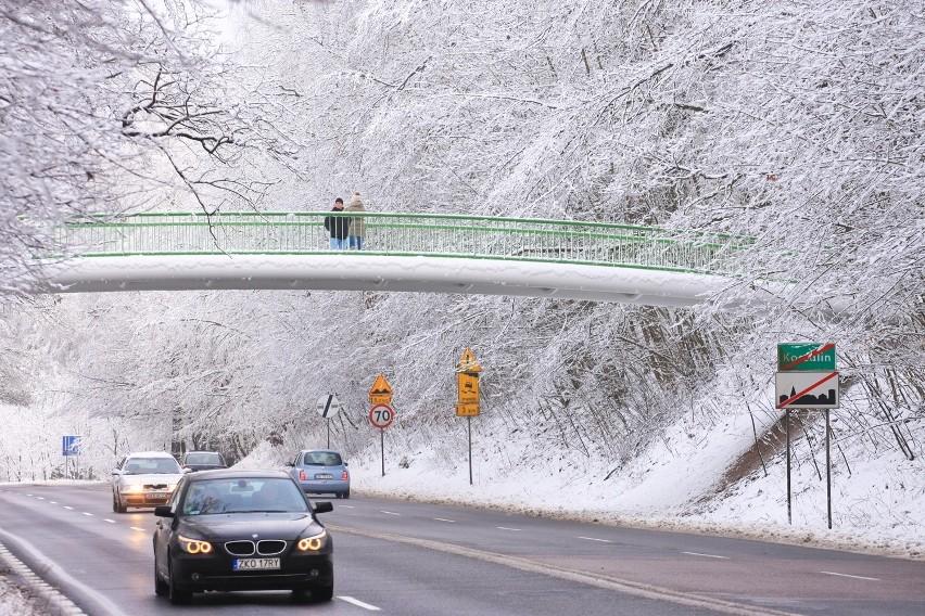zielony mosteczek .... w koronkowej bieli