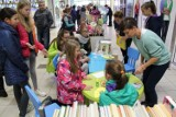 """""""Czytaj dzieciom bo warto"""" - biblioteka w centrum handlowym"""