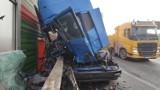 Wypadek na S8 w Piotrkowie 3.11.2020. Zderzenie ciężarówek między wiaduktem rakowskim a łódzkim. Trasa na Katowice zablokowana [ZDJĘCIA]