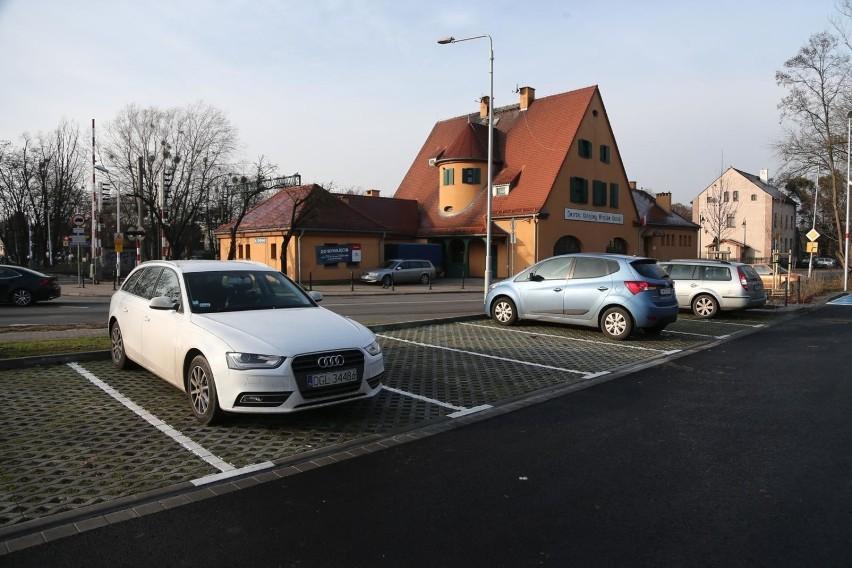 W wielu miejscach zaparkowanie graniczy z cudem. Nic więc...
