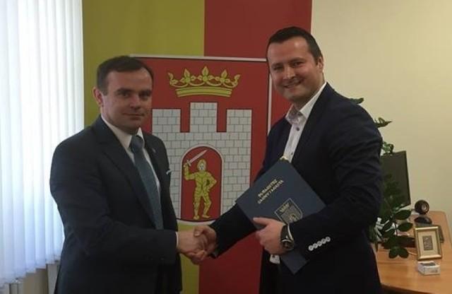 Arkadiusz Kiełbasa został zatrudniony w Błaszkach w marcu 2015 roku