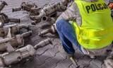 Tarnów. Złodzieje wycinali katalizatory z samochodów na parkingach. Akcja policji na al. Jana Pawła II