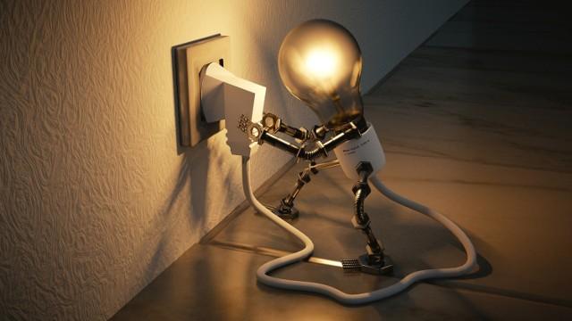 ENERGIA PLUS - nowy program rządowego wsparcia. Będą dopłaty do rachunków za prąd? Pomysł PiS ma zrekompensować koszty energii elektrycznej