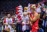 ME siatkarzy 2021. Gorący doping kibiców i dobra zabawa na meczu Polska - Ukraina w Tauron Arenie Kraków. Na trybunach 104-latka! [ZDJĘCIA]