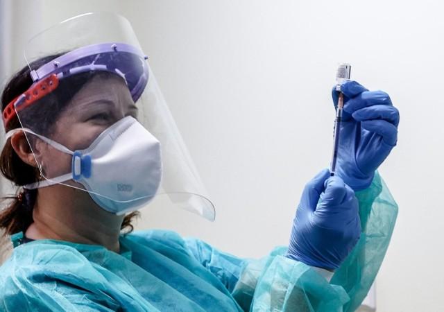 Od poniedziałku masowe szczepienia Polaków. Ile osób uda się zaszczepić?