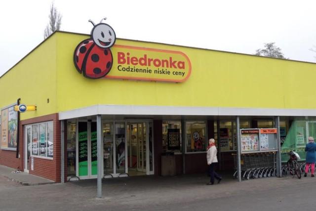 """Właściciel sieci Biedronka został ukarany. Chodzi o wprowadzanie """"konsumentów w błąd co do kraju pochodzenia warzyw i owoców"""""""