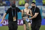Tęczowa flaga, paralotnia i reklama. Incydenty z udziałem kibiców na Euro 2020 [ZDJĘCIA, WIDEO]