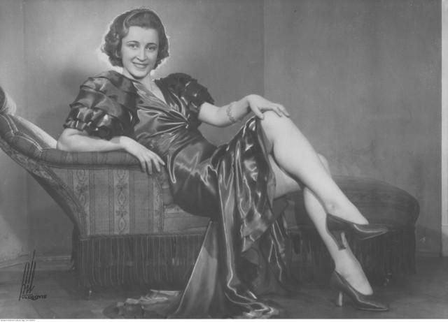 Konkursy piękności mają długą historię - dla przykładu Miss Polonia po raz pierwszy zorganizowano w 1929 roku. Przez 90 lat kanony piękna bez wątpienia uległy zmianie. Jak wyglądały przedwojenne miss piękności? Zobaczcie w naszej galerii. Czy ich uroda nadal budzi podziw?  Na zdjęciu: Maria Żabkiewiczówna, Miss Polonia 1934
