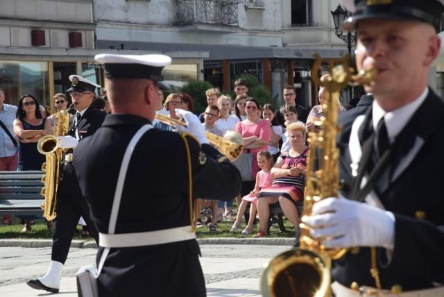 Orkiestra Wojskowa w Świnoujściu wystąpiła na Głównym Rynku w Kaliszu