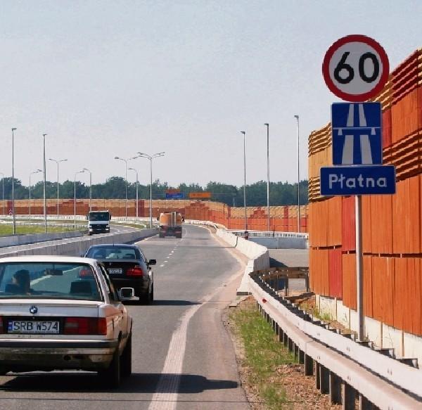 """Na autostradzie stoją  już tablice z napisem """"płatna""""."""