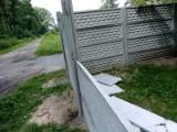 Już rozwalili. Zniszczone ogrodzenie SP 3 w Goleniowie