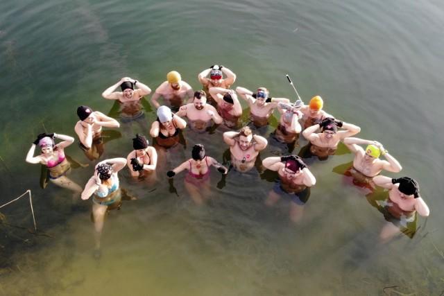 Wspólna kąpiel w Dąbkowicach Górnych