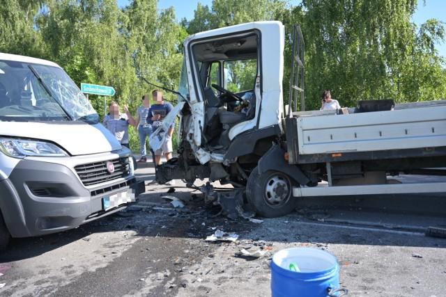 Zderzenie dwóch samochodów dostawczych w Radzyniu Chełmińskim
