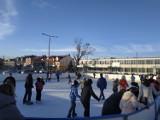 Wspaniała zabawa na lodowisku w Busku-Zdroju w niedzielę. Zobacz zdjęcia