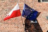 Ciąg dalszy protestów samorządów w sprawie weta budżetu UE. W Warszawie zostaną wywieszone flagi Polski i Unii Europejskiej