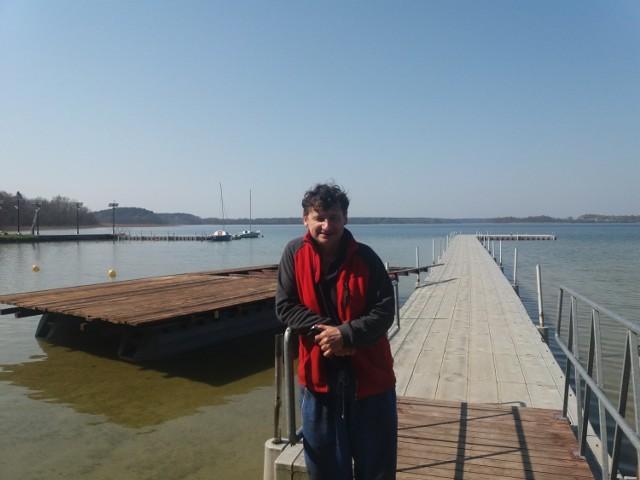 Przyjaciel pochodzi z Mazur, ale twierdzi, że nasze jezioro w niczym nie ustępuje tym mazurskim, no i kupił tu dom - mówi Dariusz Apanowicz. - To o czymś świadczy.