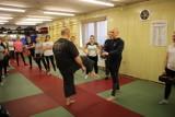Instruktorzy z Rudzkiego Klubu Kyokushin Karate przygotowali specjalny prezent na Dzień Kobiet - bezpłatny kurs samoobrony