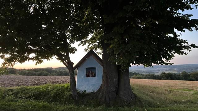 Kapliczka w Łączkach.