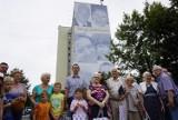 Poznań: Mural na Ratajach już w pełnej okazałości. Osiedle Rusa ma swoich bohaterów na ścianie [ZDJĘCIA]