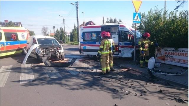 Zderzenie karetki pogotowia i samochodu dostawczego w Opolu.