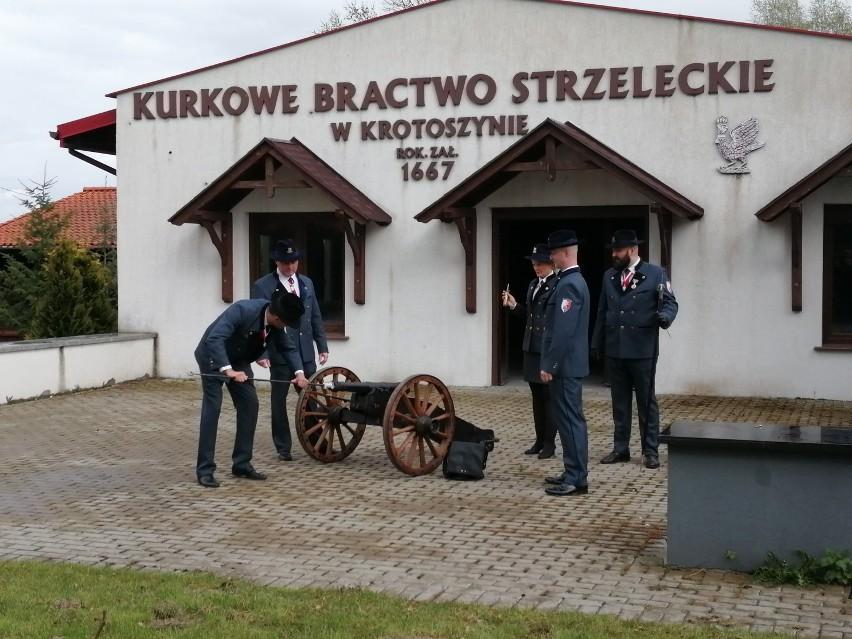 KBS Krotoszyn uczcił 230. rocznicę uchwalenia Konstytucji 3 Maja salwą artyleryjską [ZDJĘCIA + FILM]