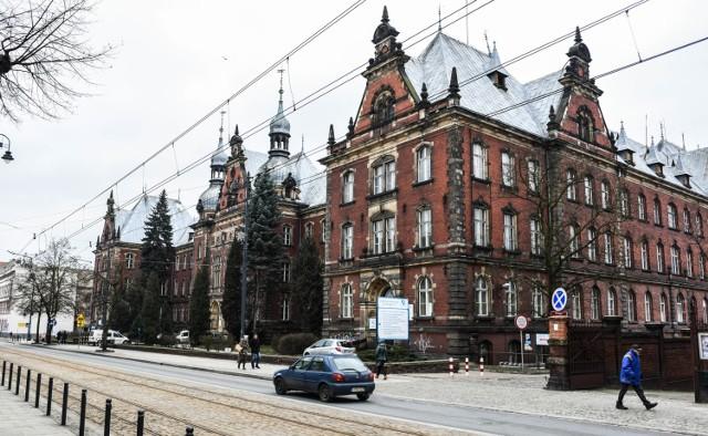 Miasto Bydgoszcz jest właścicielem lokali w budynku przy ul. Dworcowej 63. Chętnych na przejęcie majątku nie ma, nie ma też pomysłów i pieniędzy na zagospodarowanie tej nieruchomości