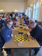 Pierwsze Mistrzostwa Powiatu Lęborskiego w szachach. Zainteresowanie przerosło najśmielsze oczekiwania