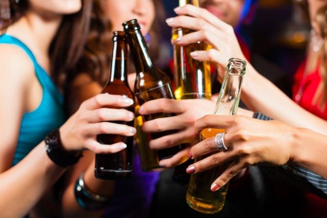 Alkohol sprzyja infekcjom na różne sposoby, a wysokie spożycie to ilości nie uznawane w Polsce za nadmierne.