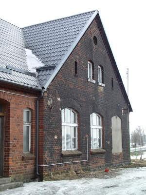 Mieszkańcy Małych Chełmów mają nadzieję, że w tym roku wymienione zostaną trzy okna w świetlicy wiejskiej (na zdjęciu).  Fot. Maria Sowisło