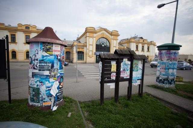 Jeden z projektów dotyczy poprawy estetyki terenu naprzeciwko dworca PKP, dziś wita on przybywających do miasta soli pstrokacizną