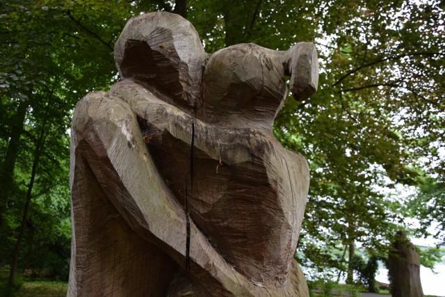 Park miłości w Lubniewicach warto odwiedzić podczas wakacji.