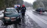 Gródek koło Grybowa. Śnieg na drodze. Cztery osoby w szpitalu [ZDJĘCIA]