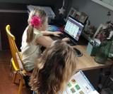 Zdalne nauczanie w Szkole Podstawowej w Pszczółkach. Zdobywają laptopy, szkolą nauczycieli, biorą udział w ogólnopolskim badaniu