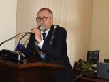 Decyzja przewodniczącego RP Juliusza Poczty o zachowaniu status quo w sprawie zwoływania komisji i sesji, dzieli radnych