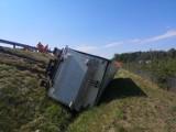 Wypadek na S8 między węzłami Łask i Róża. Ciężarówka w rowie ZDJĘCIA