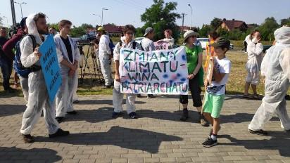 Młodzież  w Kleczewie, a wszystko w obronie klimatu .