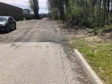 Ulica Lotników w Zielonej Górze wybudowana, ale niedokończona. Zabrakło 150 metrów. Zamiast asfaltu jest piach. Mieszkańcy przecierają oczy!