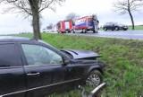 Dachowanie auta na dawnej drodze DK 5. Dwie osoby trafiły do szpitala [FOTO]