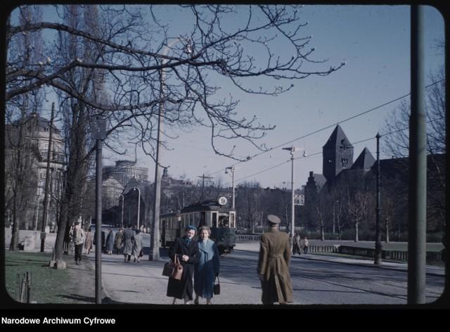 W kwietniu 1959 roku Polskę odwiedził architekt Mogens Torsleff. Wysłannik rządu amerykańskiego był między innymi w Poznaniu. To dzięki niemu możemy teraz oglądać unikalne kolorowe zdjęcia stolicy Wielkopolski z końca lat 50.!  Przejdź dalej i zobacz te niezwykłe fotografie --->