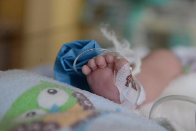 Dziewczynka w ciężkim stanie w szpitalu