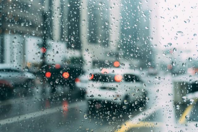 Na najbliższe dni synoptycy zapowiadają gwałtowne burze z intensywnymi opadami deszczu.