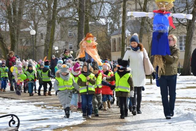 Dzieci Z Bełchatowa Powitały Wiosnę Marzanna Popłynęła