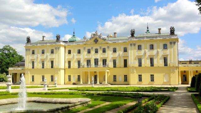 Kolejnym zabytkiem, który reklamuje stolicę Podlasia w darmowych serwisach, jest Pałac Branickich. Ten utrzymany w stylu barokowym budynek został zniszczony w 1944 roku. To, co widzimy na fotografii to efekt odbudowy, która miała miejsce w latach 1946-1960.
